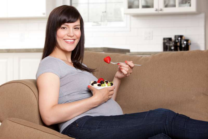 Great_meal_ideas_for_hungry_pregnant_ladies_eating_on_the_couch_babyinfo_a_1556951166
