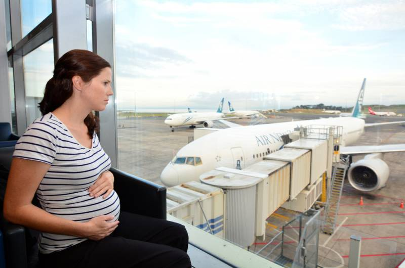 Is_air_travel_safe_when_pregnant_looking_at_the_plane_babyinfo