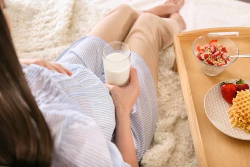 Sugar_foods_during_pregnancy_having_milk_babyinfo