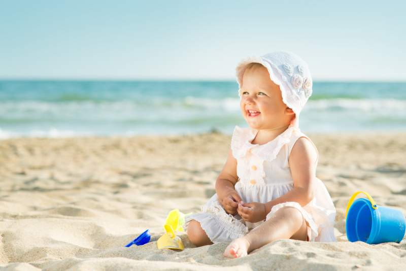 Travelling_overseas_with_an_infant_sunscreen_babyinfo
