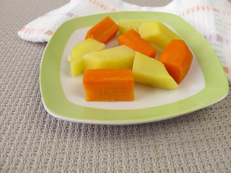 baby_led_weaning_cut_fruits_babyinfo