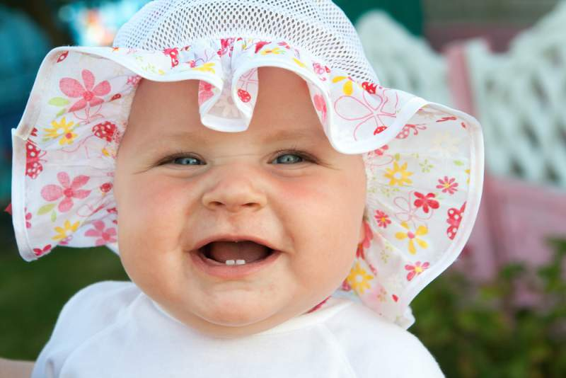 baby's_first_trip_to_the_dentist_smiling_girl_babyinfo