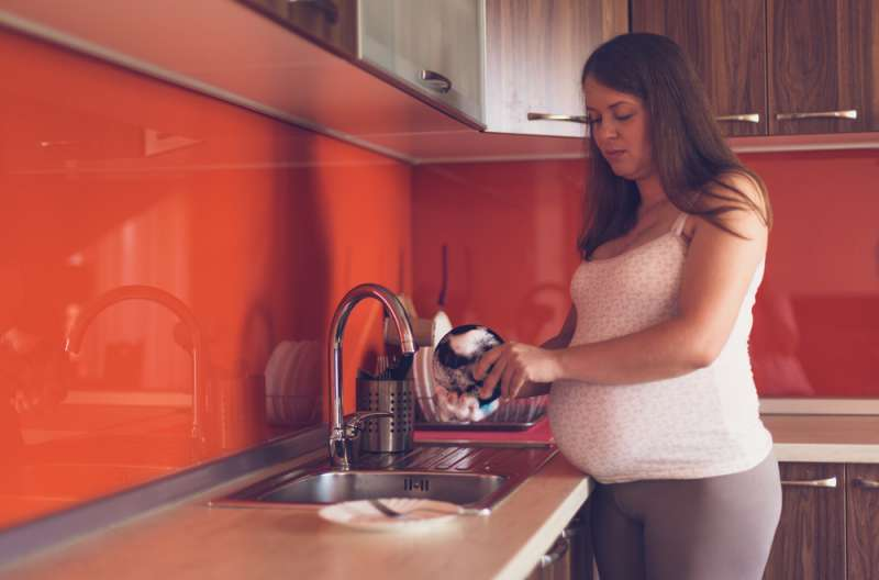 household cleaning during pregnancy washing dishes babyinfo_a_1556959569