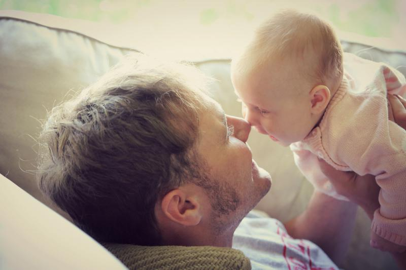 ways_fathers_can_bond_with_babies_playing_with_baby_babyinfo